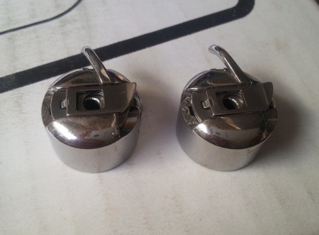 Шпульный колпачок, челнок правый для швейных машин