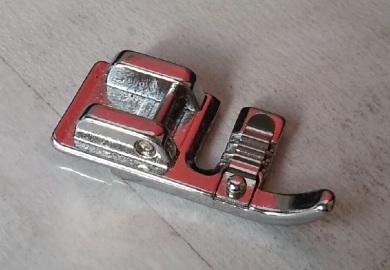 Лапка для вшивания шнура