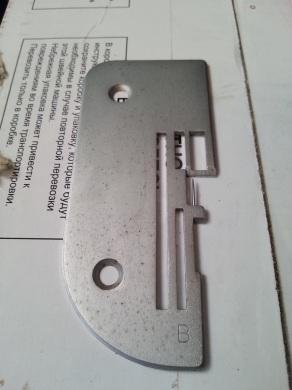 Пластина игольная, B, для оверлоков TOYOTA ( на подворот, ролевый шов )