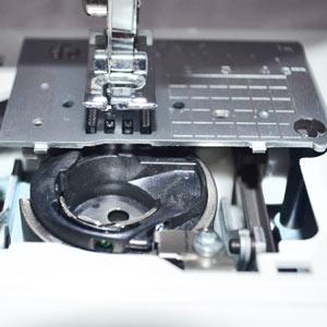 Заклинило швейную машинку, что делать?